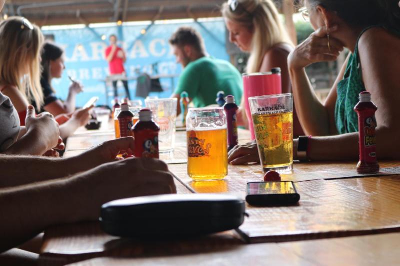 Cómo la música es capaz de influir en los consumidores en un restaurante